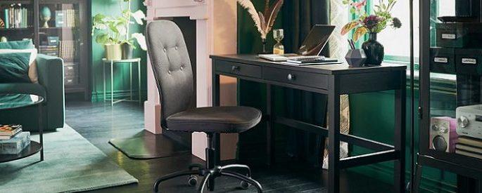Escritorio HEMNES con dos cajones y silla de despacho